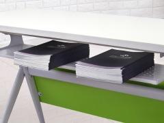 学校智慧教室课桌椅细节2