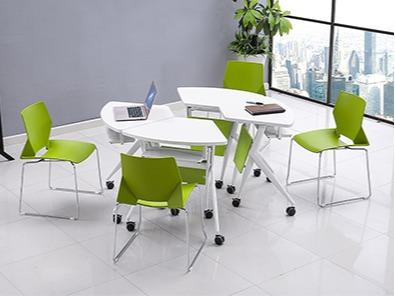 学校智慧教室课桌椅实拍组合3