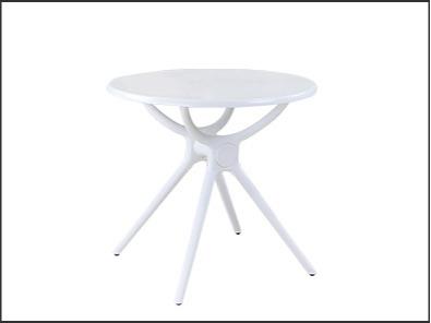 高校休闲区桌椅实拍图3