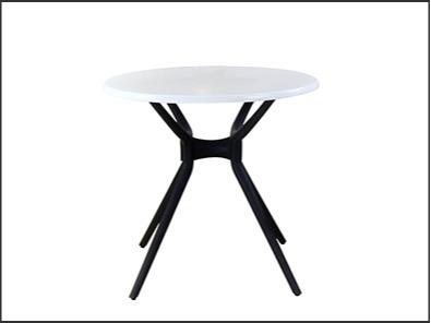 高校休闲区桌椅实拍图4