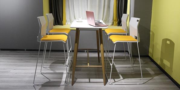 学校休闲区阅读桌椅展厅拍摄图2