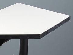 学校录播室课桌椅细节展示1