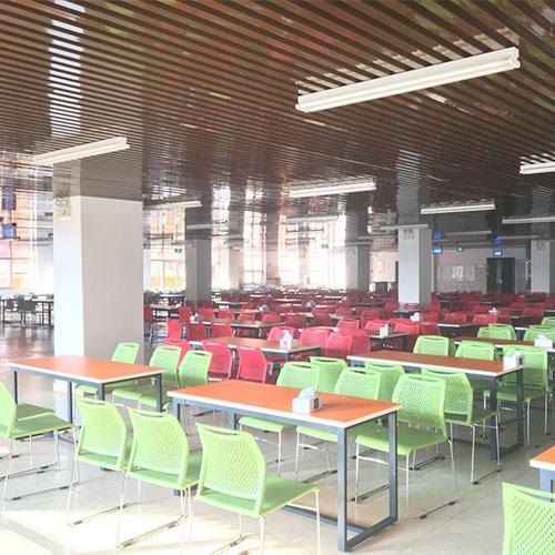 学校餐厅食堂桌椅案例图2
