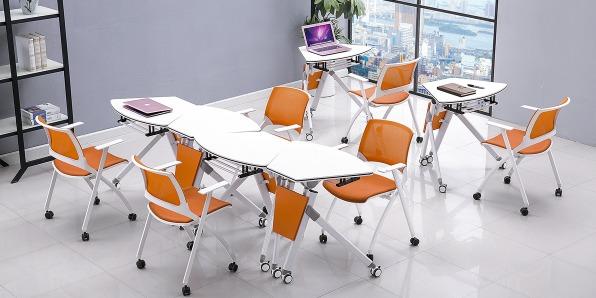 高校智慧教室课桌椅实拍场景1