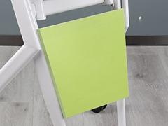 学校智慧教室课桌椅细节3