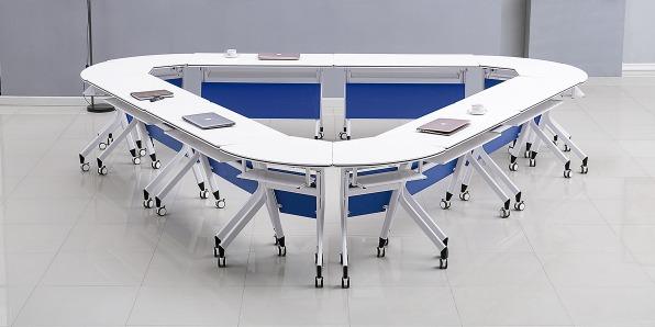 智慧课堂桌椅实拍场景1