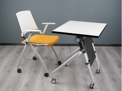 学生课桌椅厂桌子的实拍图3