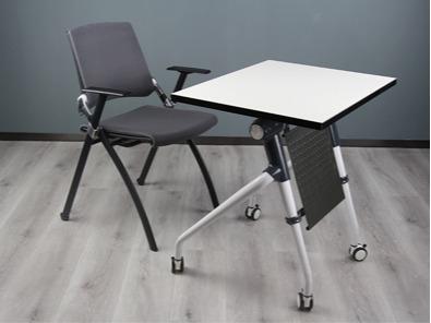 学生课桌椅厂桌子的实拍图4