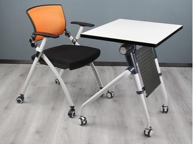 学生课桌椅厂桌子的实拍图5
