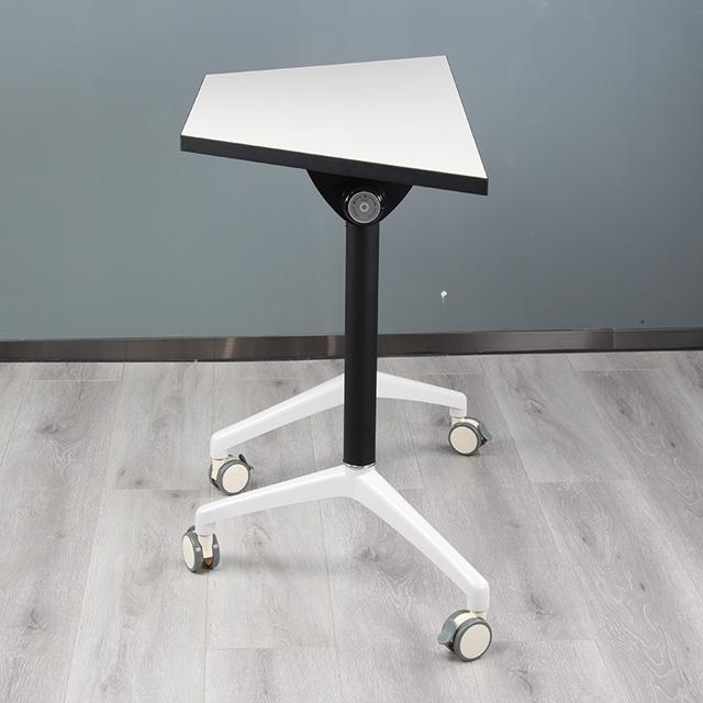 学校录播室课桌椅不同角度1