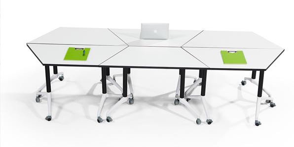 学校录播室课桌椅造型组合1
