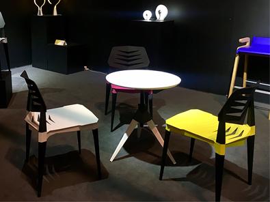 学校休闲室桌椅实拍图5