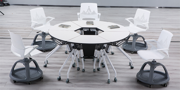 智慧拼合桌椅实拍场景1