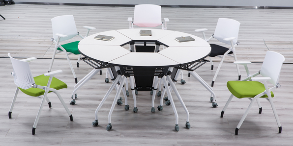 智慧拼合桌椅实拍场景2