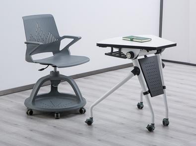 多功能课桌椅实拍场景5