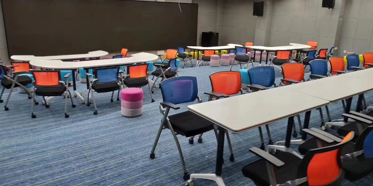 多媒体会议室桌椅案例展示