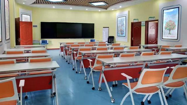 普通教室学生课桌椅