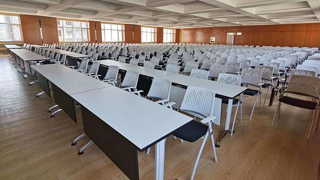 大型培训室桌椅案例