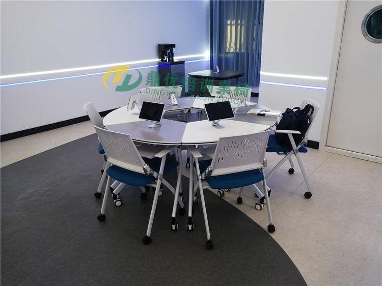 多媒体智慧教室桌椅案例