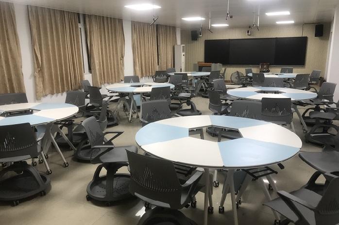 智慧教室课桌椅案例