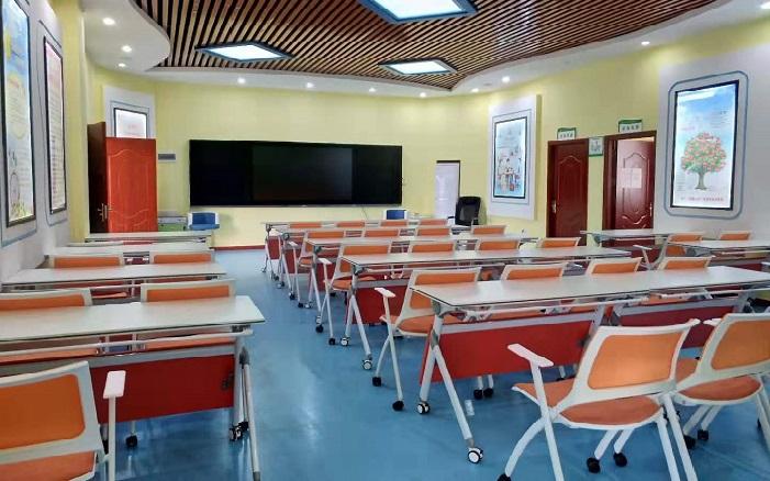 学生教室课桌椅
