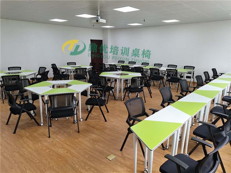 高校六边形拼接桌椅案例