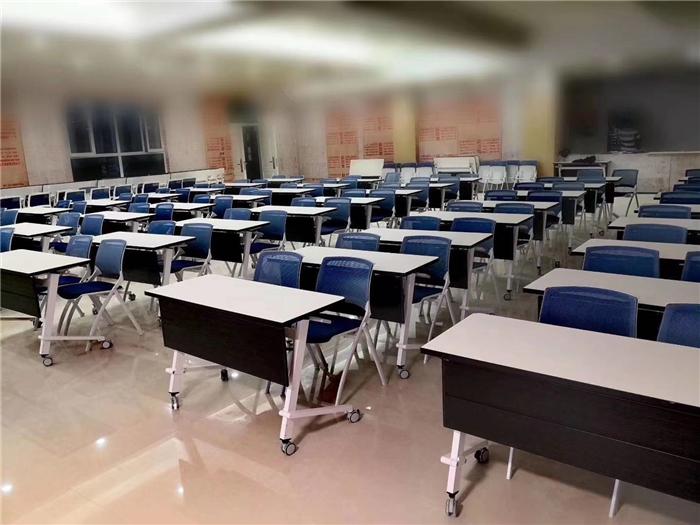 学校课桌椅厂家