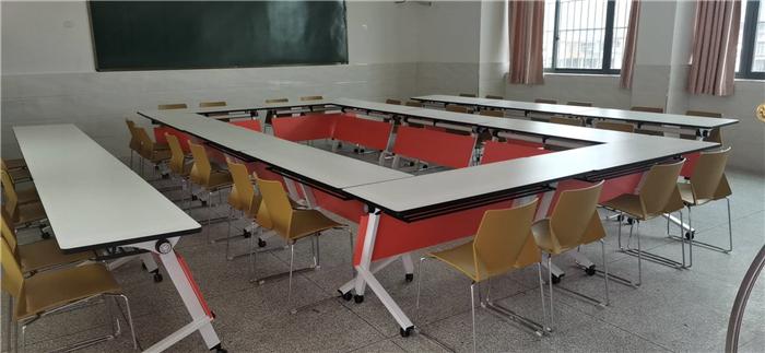 选择学校课桌椅生产厂家直销的好处