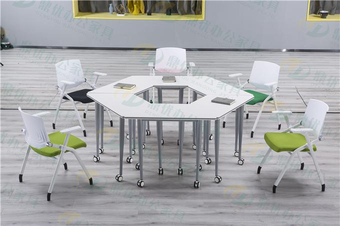 可移动折叠拼接课桌椅